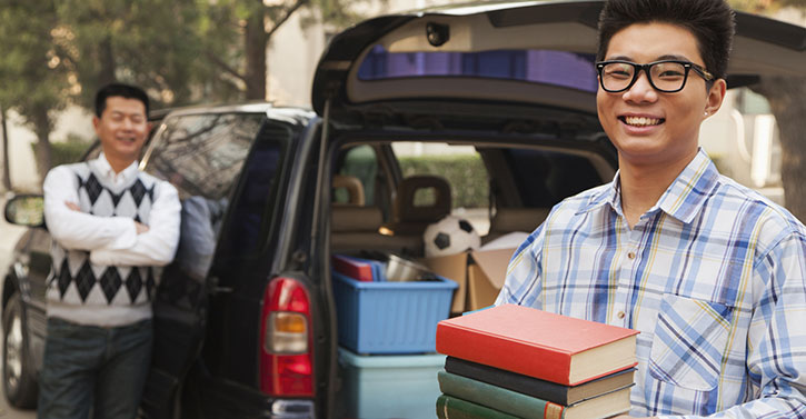 college feature_student-moving-out-of-dorm-1431620168