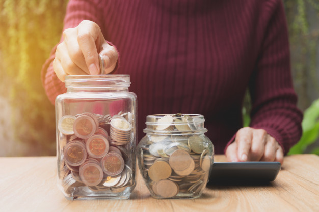 blog woman-process-and-drop-coin-into-the-glass-with-stack-coins-and-calculator_43284-451